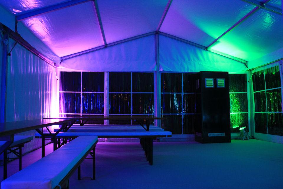 Partyzelt beleuchtet